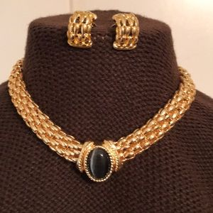 Jewelry - Gold tone Necklace/earring set